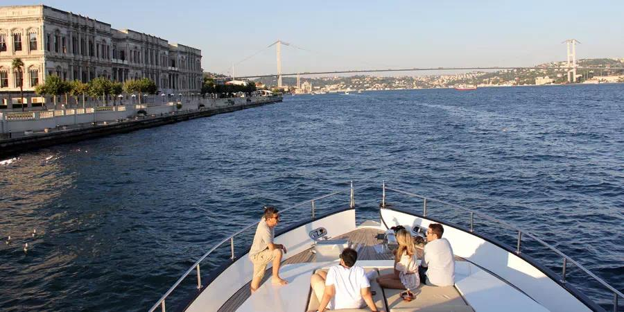 Istanbul: Dolmabahce Palace Tour and Bosphorus Cruise