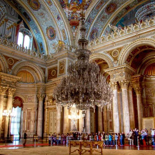 Visit the palace of the Ottoman sultans, Dolmabahçe Palace