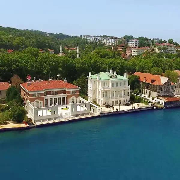 Mansions and palaces on the Bosphorus